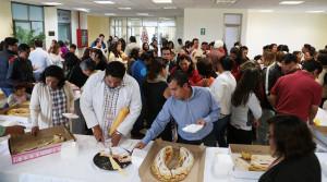 Festeja Congreso del Estado la tradicional partida de rosca de Reyes