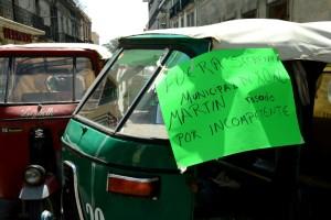 Arremete policía municipal contra mototaxistas por órdenes de Héctor Santiago