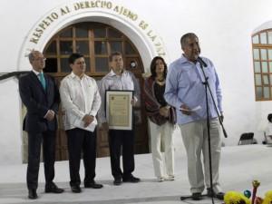 Entrega ayuntamiento capitalino presea de Visitante  distinguido a Rafael García González, presidente de la AMHM